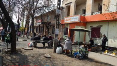 Photo of «Затоптали клумбы, зассали окрестности», — николаевец пригласил Сенкевича в «супер-маркет» под открытым небом в Корабельном районе