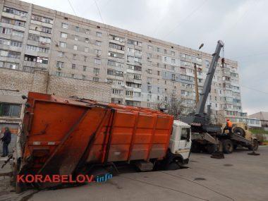 Как спасали провалившийся под асфальт мусоровоз в Корабельном районе | Корабелов.ИНФО image 6