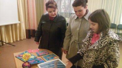В Корабельному районі 4-класниця Іванна Цитрак відкрила виставку своїх робіт у дитячій бібліотеці | Корабелов.ИНФО image 1