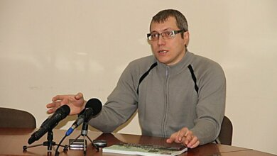 Затримали трьох підозрюваних у збройному нападі на миколаївського активіста Дениса Барашковського   Корабелов.ИНФО