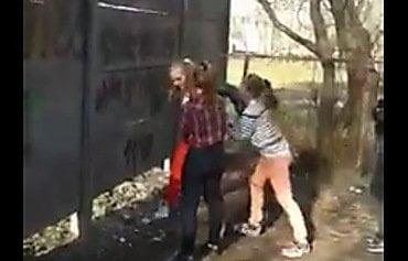 В Чернигове школьницы жестоко избивали ногами девочку на глазах у других подростков   Корабелов.ИНФО image 1
