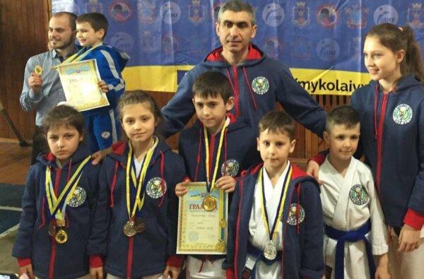 6 каратистов «Нике-до» из Корабельного района взяли 8 медалей на  Кубке Николаевской области | Корабелов.ИНФО image 1
