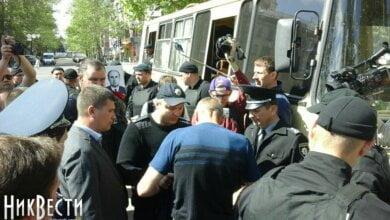 В Николаеве началась акция «Бессмертный полк» – произошла первая стычка   Корабелов.ИНФО image 1