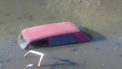 Автомобиль с девушкой угодил в озеро, наполненное канализационными стоками, в Корабельном районе | Корабелов.ИНФО image 2
