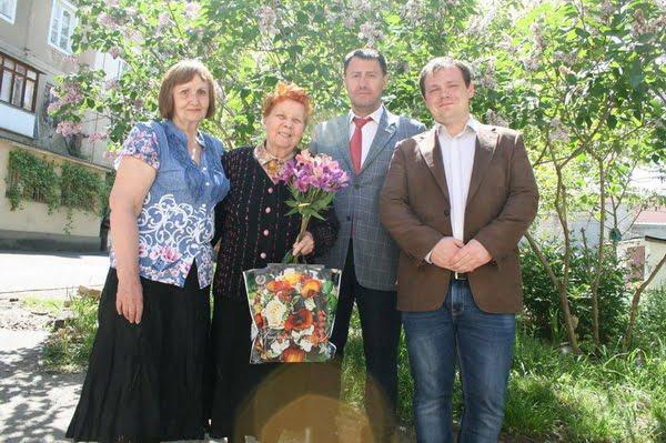 Photo of Депутат горсовета от Корабельного района помогает в издании воспоминаний николаевцев, переживших ужасы нацизма