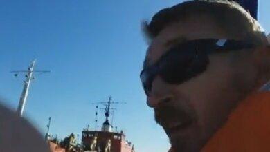 """""""Вы убиваете здесь жизнь! Не приходите сюда больше!"""", - яхтсмены в Корабельном смело противостоят засорению реки (ВИДЕО)   Корабелов.ИНФО image 2"""