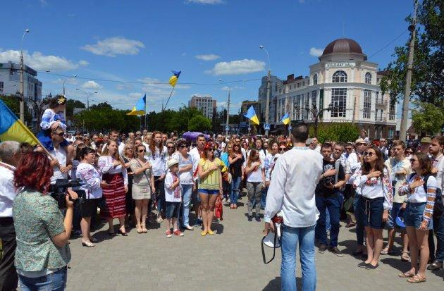 Photo of «Україна понад усе»: мегамарш вышиванок вновь заполонил улицы Николаева