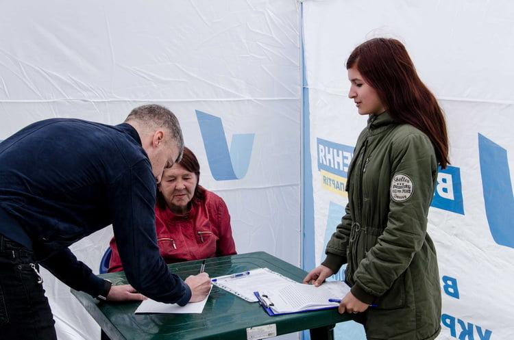 Photo of Сбор подписей в поддержку закона за увеличение пенсий и льгот для чернобыльцев проходит и в Николаеве