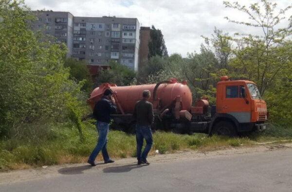 Приступили к откачке канализационных стоков из «озера» в Корабельном районе   Корабелов.ИНФО image 2