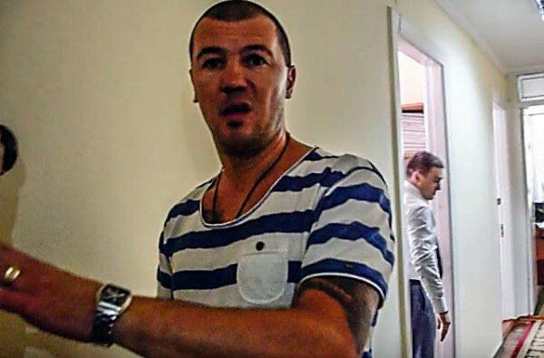 Боксер, избивавший депутата в облсовете, является мастером спорта и личным охранником Владимира Фроленко   Корабелов.ИНФО
