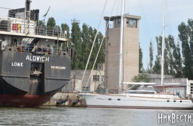 На арестованных причалах завода «Океан» незаконно разгружаются суда из России, - СМИ   Корабелов.ИНФО image 1
