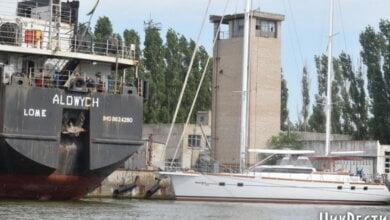 На арестованных причалах завода «Океан» незаконно разгружаются суда из России, - СМИ | Корабелов.ИНФО image 1