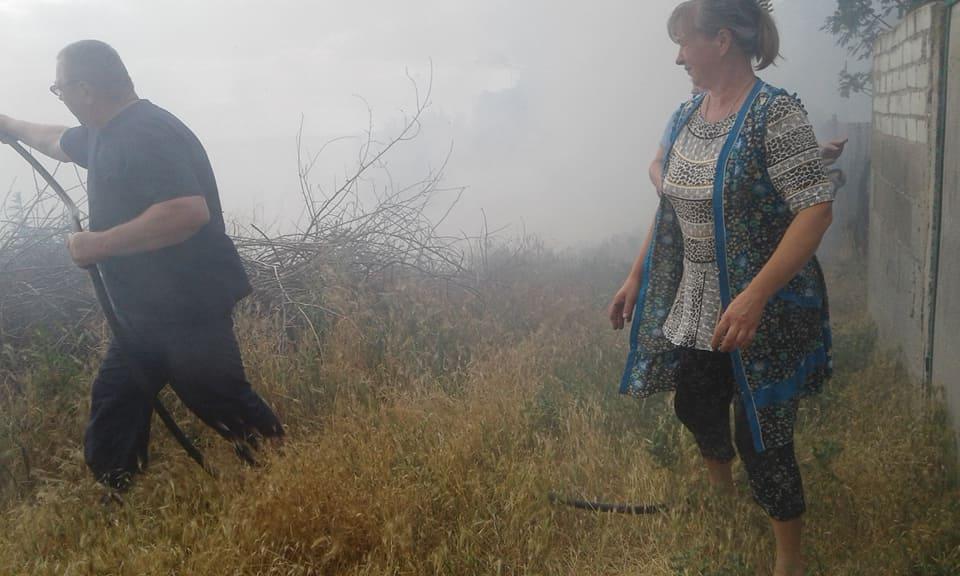 В Лиманах два дні поспіль горить трава на березі. Староста села вважає, що хтось навмисно підпалює | Корабелов.ИНФО image 3
