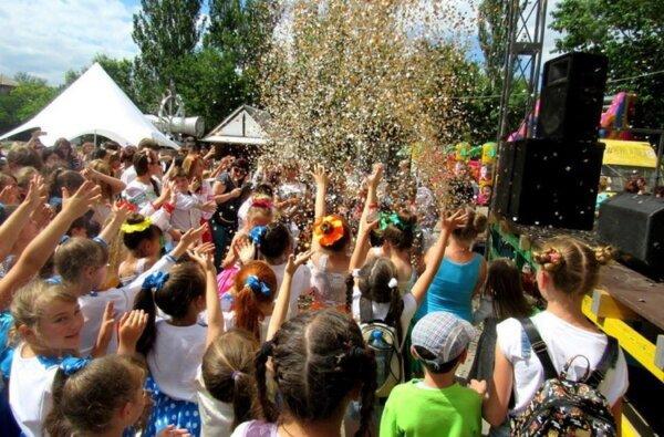 Сполохи фейєрверку, атмосфера свята та безліч подарунків: фестиваль «Art-mix-2017» у Миколаєві обрав своїх переможців   Корабелов.ИНФО image 4
