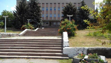 Photo of 90-е: «Гаркуша согласился на обмен, но приготовил «бомбу»… О противостоянии чиновников Жовтневщины и школы №47
