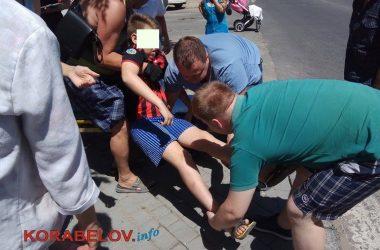 """ДТП в Корабельном: сбитого мотоциклистом ребенка увезла """"скорая""""   Корабелов.ИНФО image 5"""