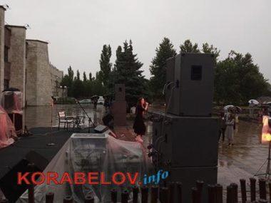 Ливень не смог отменить концерт ко Дню молодежи в Корабельном районе (ВИДЕО)   Корабелов.ИНФО image 3
