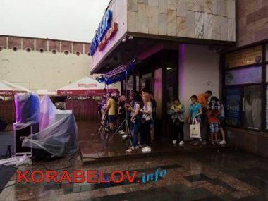 Ливень не смог отменить концерт ко Дню молодежи в Корабельном районе (ВИДЕО)   Корабелов.ИНФО image 4