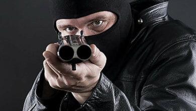 В Николаеве двое неизвестных со стрельбой ограбили секонд-хенд – полиция ищет преступников (видео) | Корабелов.ИНФО