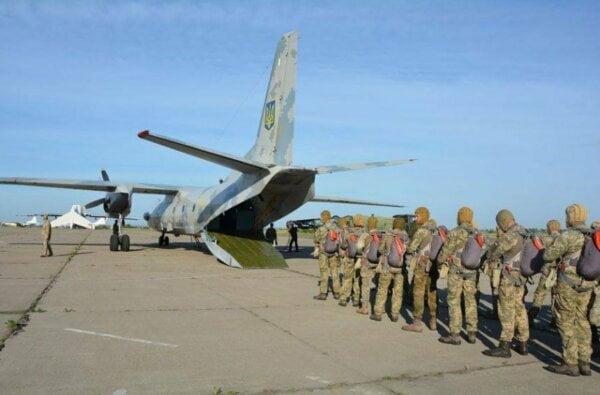 Восстановление николаевского аэропорта: военные самолеты испытали взлетную полосу | Корабелов.ИНФО image 1