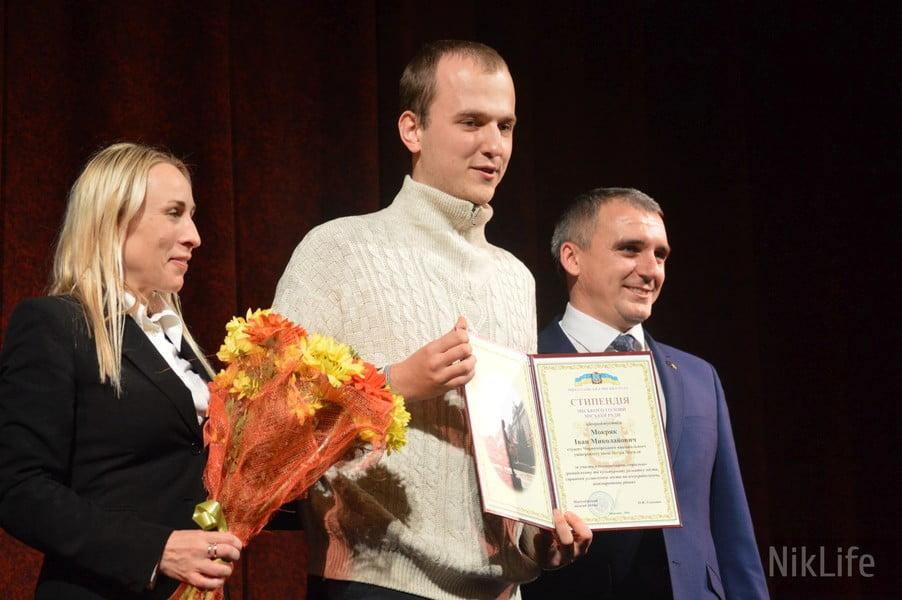 Photo of «Звал Путина, а получил стипендию»: в Николаеве разразился скандал из-за стипендиата мэрии