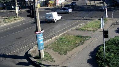 Опубликовано видео, как «Range Rover» в Николаеве перевернул на крышу «ВАЗ» | Корабелов.ИНФО