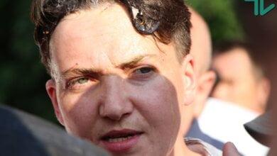 Photo of «Вали на х** отсюда» — николаевские активисты забросали Надежду Савченко яйцами и успели потолкаться с полицией