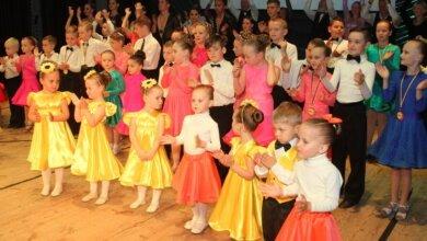 Photo of Він живе танцем, а його школу пройшли біля тисячі вихованців. У Корабельному відбувся концерт на честь Юрія Крижановського