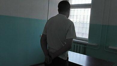 Photo of Суд арестовал николаевца, который изнасиловал в подъезде несовершеннолетнюю девушку (ВИДЕО)