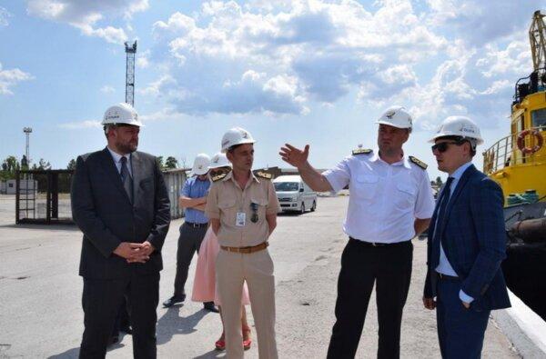 """Залучення інвестицій - один із пріоритетів Уряду. Заступник міністра економічного розвитку і торгівлі відвідав порт """"Ольвія""""   Корабелов.ИНФО image 3"""
