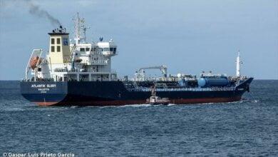 Photo of У арестованного причала завода «Океан» пришвартовался танкер с нефтепродуктами