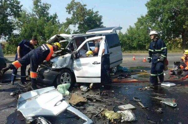 Под Николаевом «Мерседес» врезался в грузовик: трое погибших, среди которых девочка 6 лет   Корабелов.ИНФО image 4