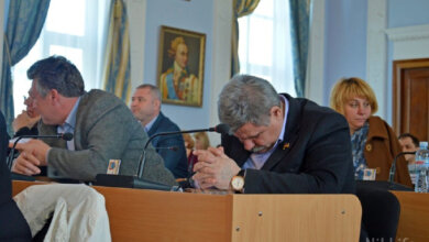 Photo of «Подойди и разбуди. Я на работе!»— депутат Николаевского горсовета от Корабельного района спит на сессиях (ВИДЕО)