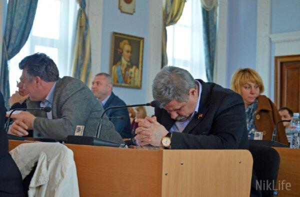 «Подойди и разбуди. Я на работе!»— депутат Николаевского горсовета от Корабельного района спит на сессиях (ВИДЕО)   Корабелов.ИНФО image 2