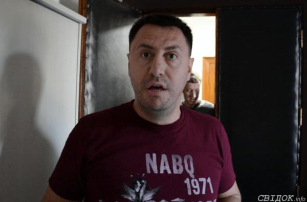 Депутату от Корабельного района Ентину со скандалом вручили протокол о коррупции (ВИДЕО) | Корабелов.ИНФО
