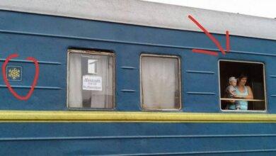 Photo of В вагонах поезда «Николаев-Ивано-Франковск» из-за жары сняли окна и вывесили мокрые простыни