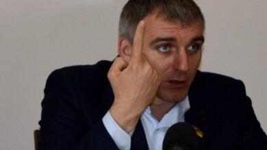 Photo of «Это не цивилизованно», — Сенкевич продлил контракт с Голобородским, несмотря на митинги зоозащитников
