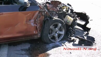 На трассе под Николаевом пьяный водитель на «Мазде» врезался в фуру и пытался сбежать   Корабелов.ИНФО