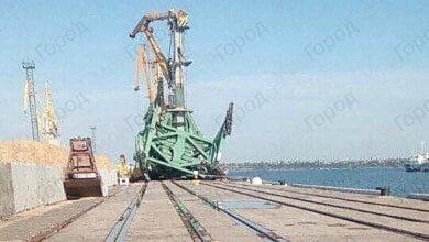 В результате шторма, на предприятии в Корабельном районе упал портальный кран, повредив при этом и второй | Корабелов.ИНФО