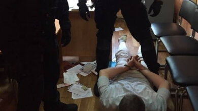 Задержан на взятке полковник, заставлявший полицейских выставлять «прейскурант» для получающих разрешение на оружие | Корабелов.ИНФО image 1