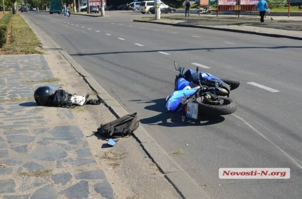 """Маршрутка"" №1 в центре Николаева сбила мотоциклиста | Корабелов.ИНФО image 1"