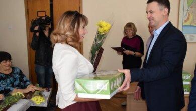 Концерт, подарки, тёплые пожелания – учителей Корабельного района поздравили с профессиональным праздником   Корабелов.ИНФО image 4