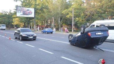 На крышу перевернулся «Opel» - из-за ДТП перекрыли проспект Богоявленский | Корабелов.ИНФО image 2