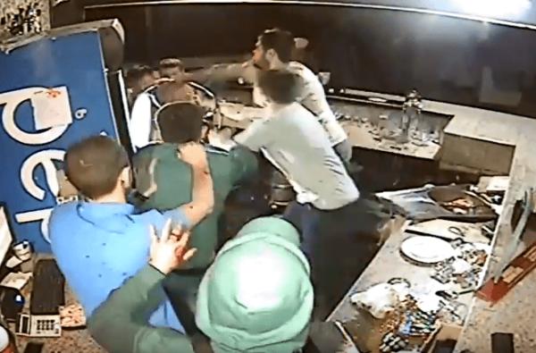 Драка между подростками и АТОшником в ночном клубе Корабельного района (видео) | Корабелов.ИНФО image 17