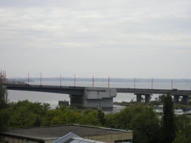 Хлопець у Миколаєві через бажання зробити «екстремальне фото» впав з моста в річку