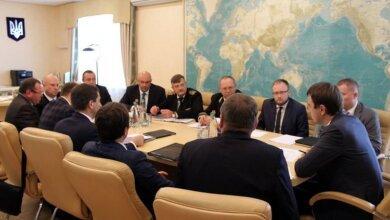 Під час візиту до Миколаєва Міністр інфраструктури України провів нараду з керівниками портів | Корабелов.ИНФО image 2