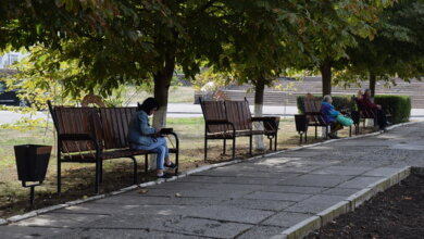 Более 70 фирменных скамеек, бесплатный Wi-fi - «Ника-Тера» продолжает благоустраивать город | Корабелов.ИНФО image 5