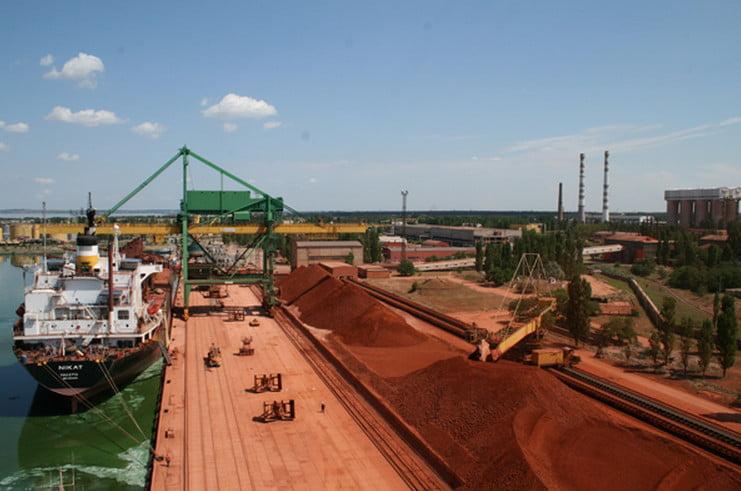 Photo of В порту НГЗ на теплоходе из Гвинеи таможенники нашли 230 тонн незадекларированного мазута
