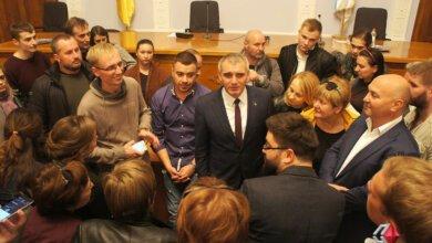 Сторонники Сенкевича собираются выходить на площадь после голосования депутатов за его импичмент (ВИДЕО) | Корабелов.ИНФО