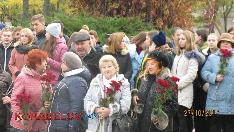 Photo of Героям, чия мужність стала запорукою нашого майбутнього, віддали шану у Корабельному районі Миколаєва